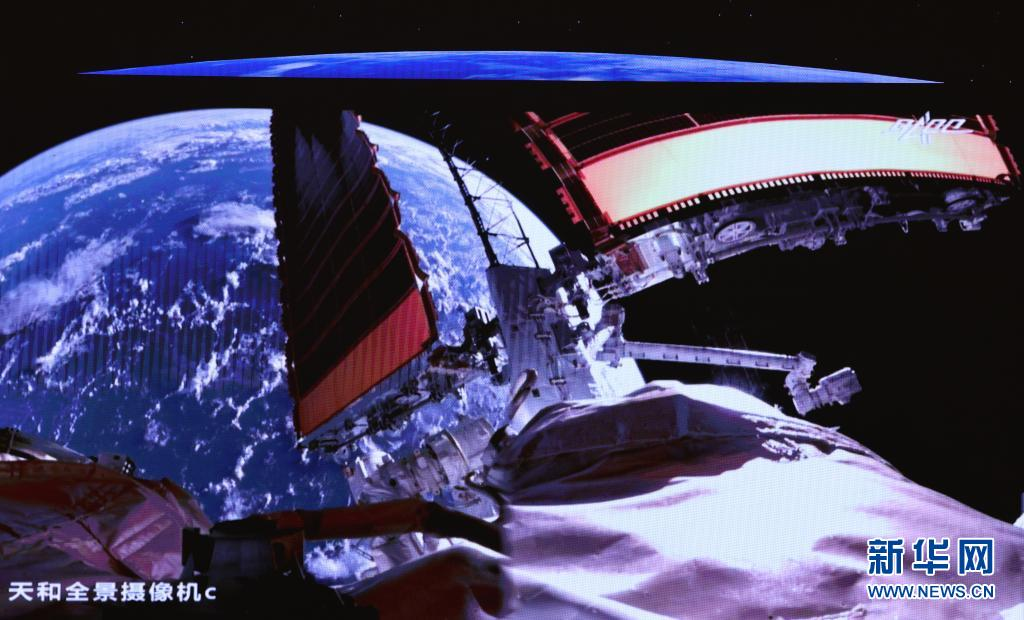 """多项技术突破为出舱活动保驾护航   核心舱机械臂 天地通信""""天路"""""""