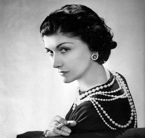 凯特王妃出席亲王葬礼戴上了婆婆和奶奶都戴过的珍珠项链