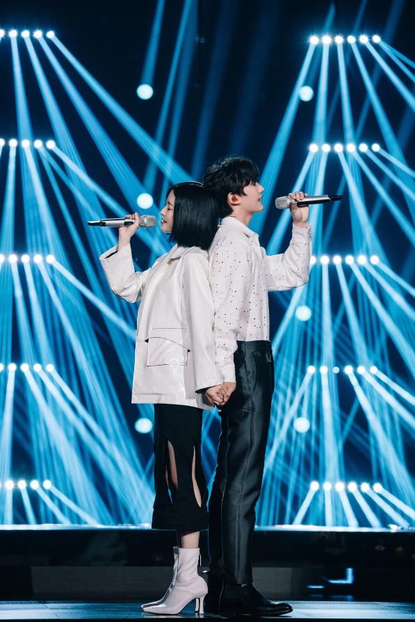 歌手马吟吟搭档CORSAK胡梦周亮相《为歌而赞》首献热歌《溯》合作舞台大获好评