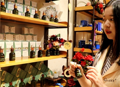 嘉柏俪香薰精油品牌,针对性修复皮肤问题  有效改善消费者的皮肤情况