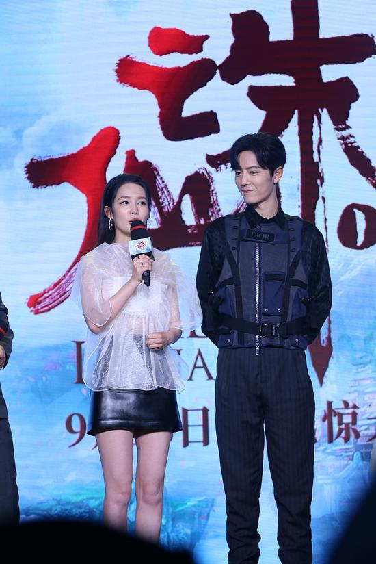 """肖战粉丝辟谣称""""假""""  李沁现身庆功宴实为恋爱?"""