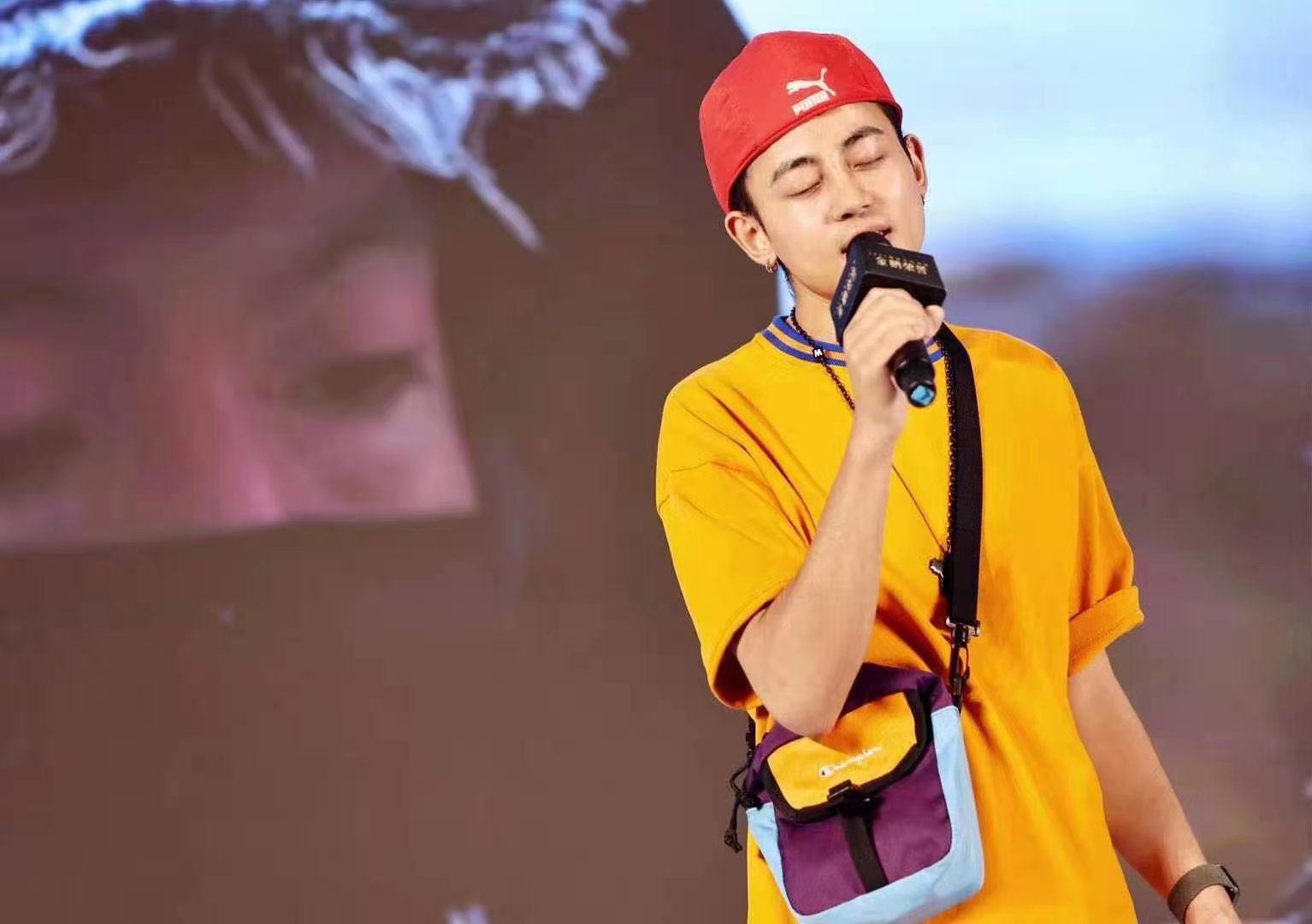 藏族音乐才子才旺罗布献唱上海电影节