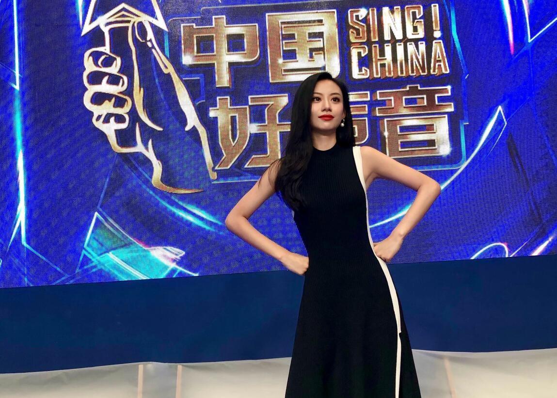 终于,《中国好声音》在播出十周年之际把节目做成了低配版《超女/快男》
