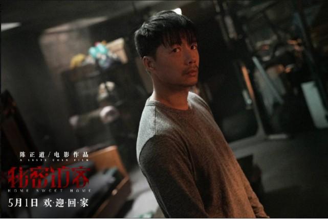 《秘密访客》演技获赞 连登两大一线男刊 段奕宏的演员黄金期持续在发光