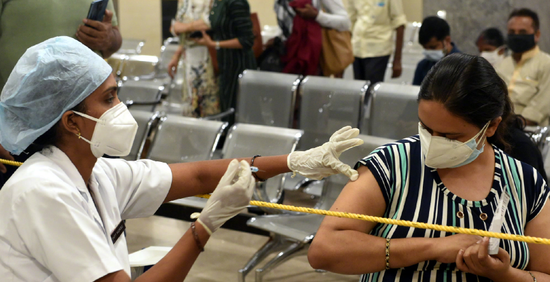 """传染性可能更强 或迎第3波疫情  印度惊现""""德尔塔+""""毒株!"""