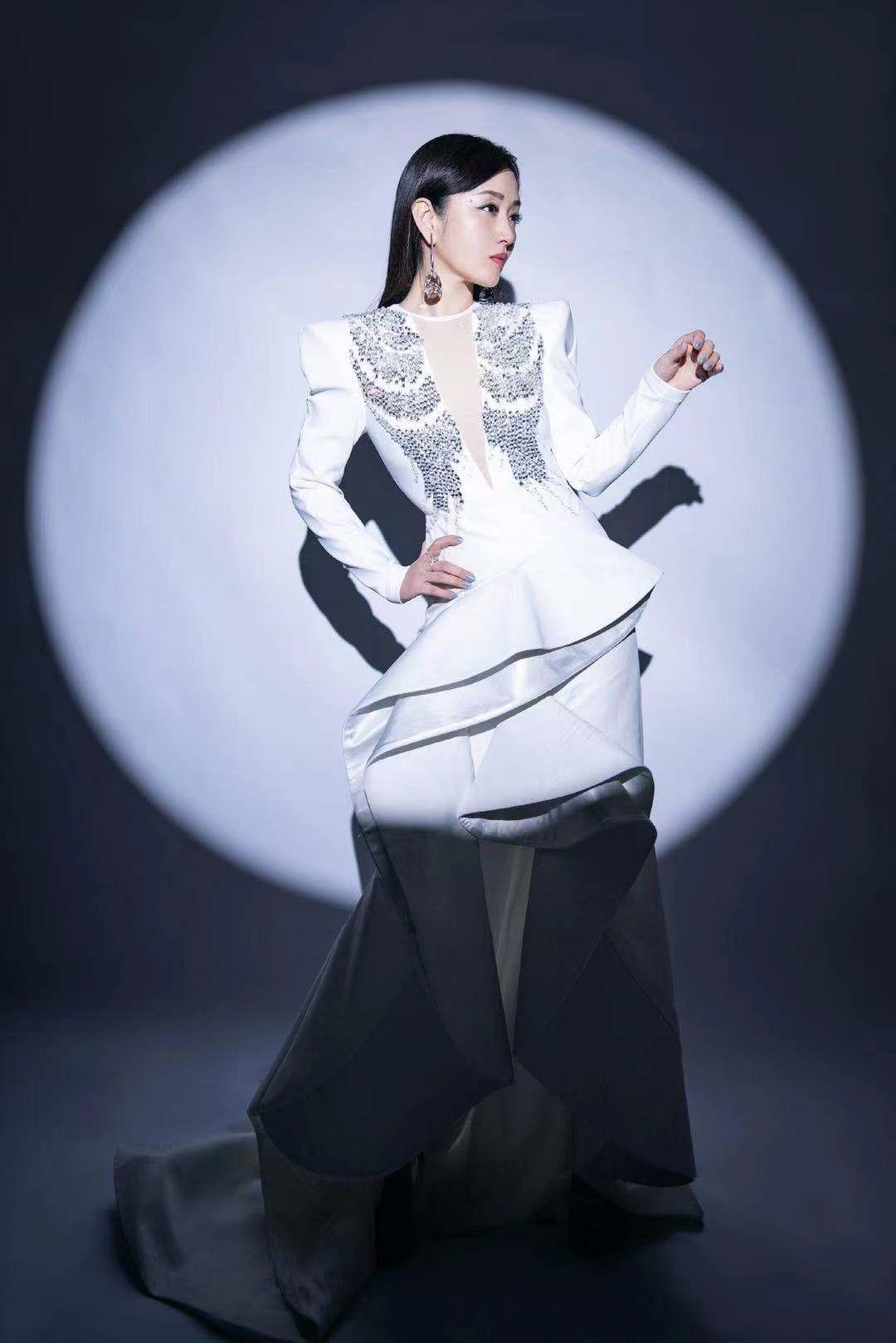 杨钰莹——一个新人姿态回归的甜歌天后
