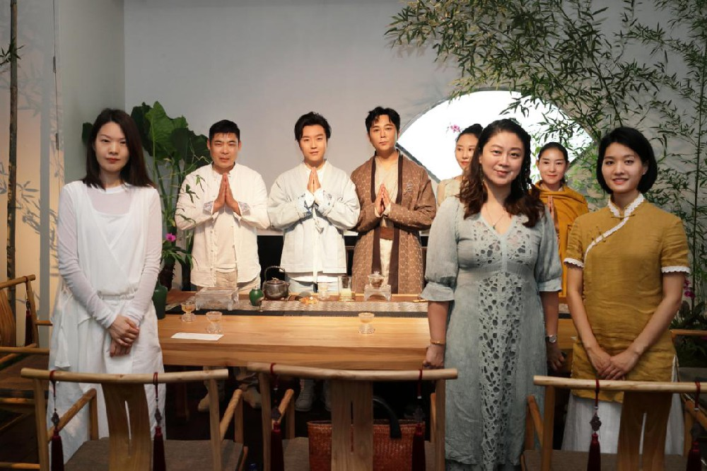 李玉刚、梁明毓携众茶人举办茶事盛会 传递交流茶文化