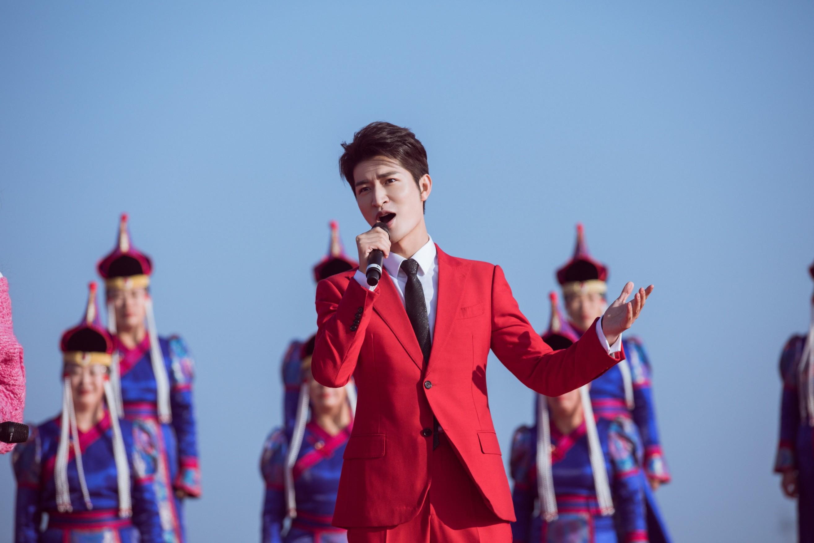 《我们的中国梦·文化进万家》走进科右中旗 尹颂搭档孙怡奉献首唱