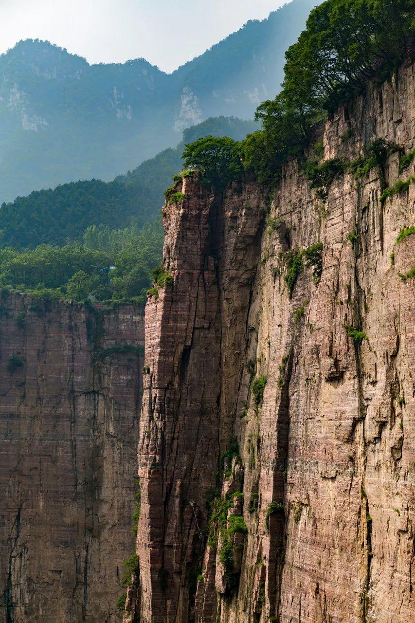 """坐落在悬崖上风景绝美被称""""中国最危险的村庄"""""""