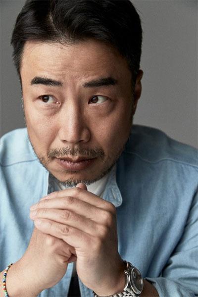 """被称为""""韩国选秀节目教父""""的韩东哲成为了2020年韩国年收入最高的电视节目制作人"""