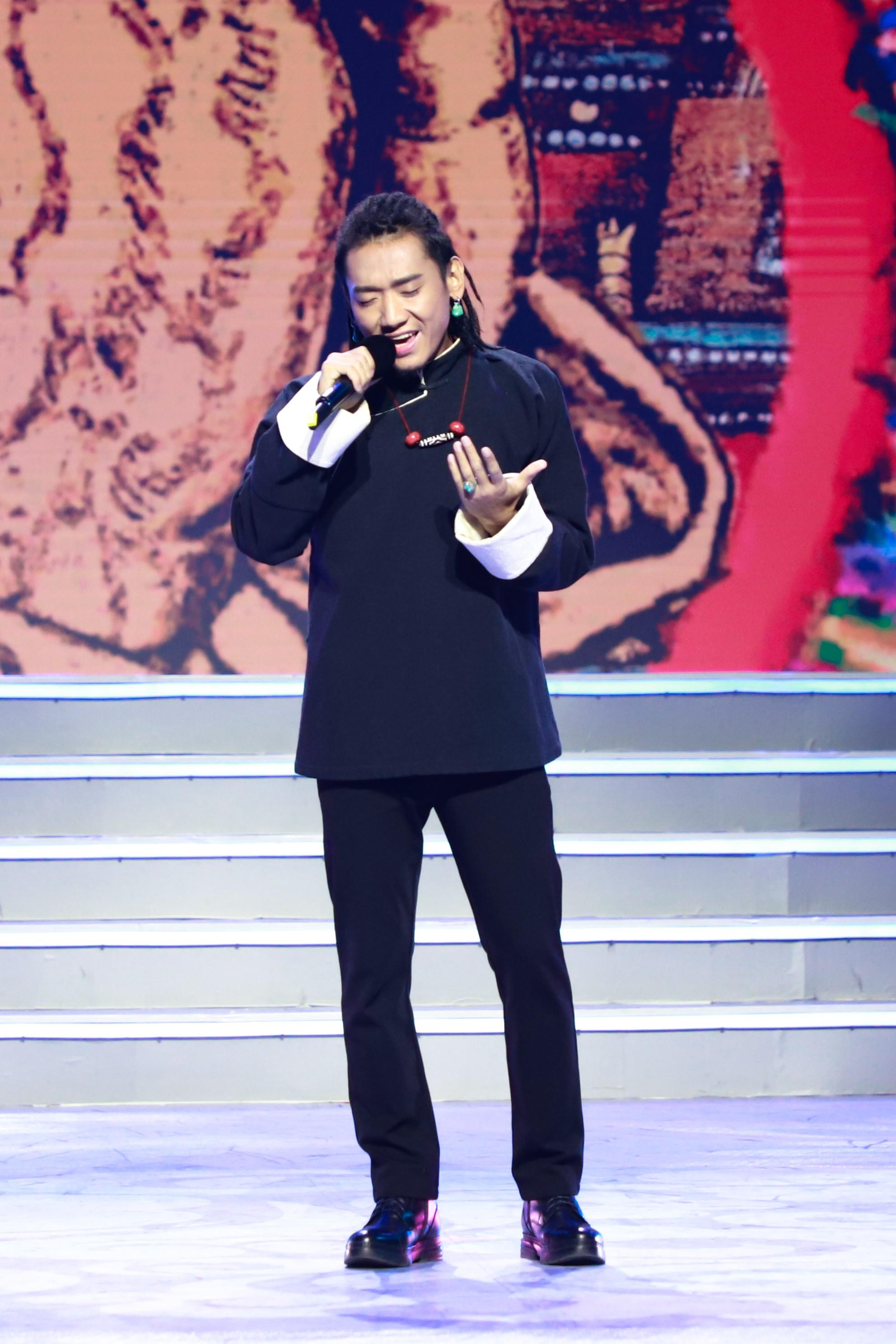 扎西平措亮相康巴卫视藏历年晚会 献唱原创歌曲《阿妈的手》为民族音乐发声