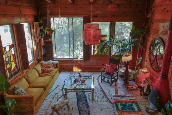 圆了一个田园梦  他搬进一间1950年代的木屋