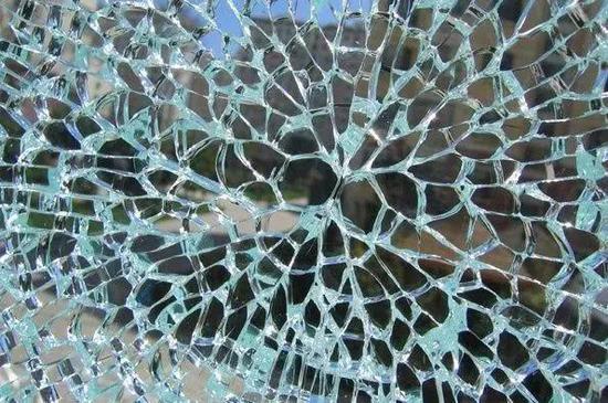 除了钢化玻璃,这些行为也可能引起爆炸