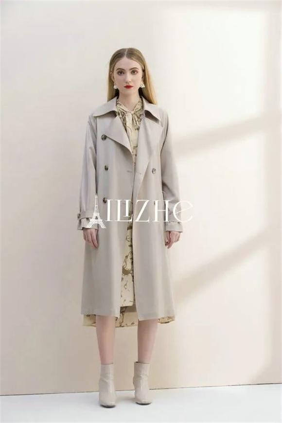 艾丽哲时尚女装,用清新柔和的卡其色渲染轻松氛围