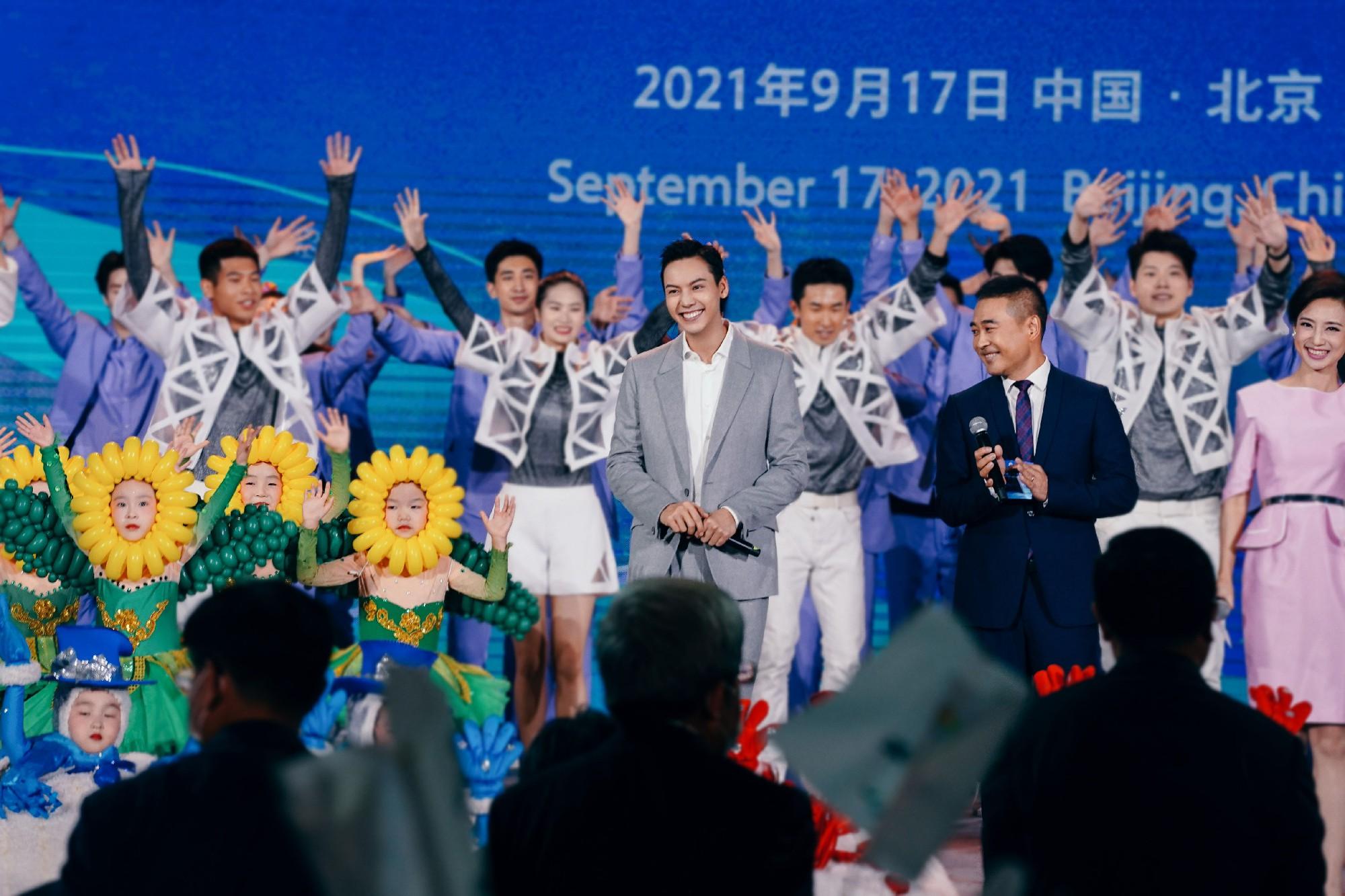 陈伟霆受邀北京2022冬奥会和冬残奥会发布仪式 献唱《一起向未来》