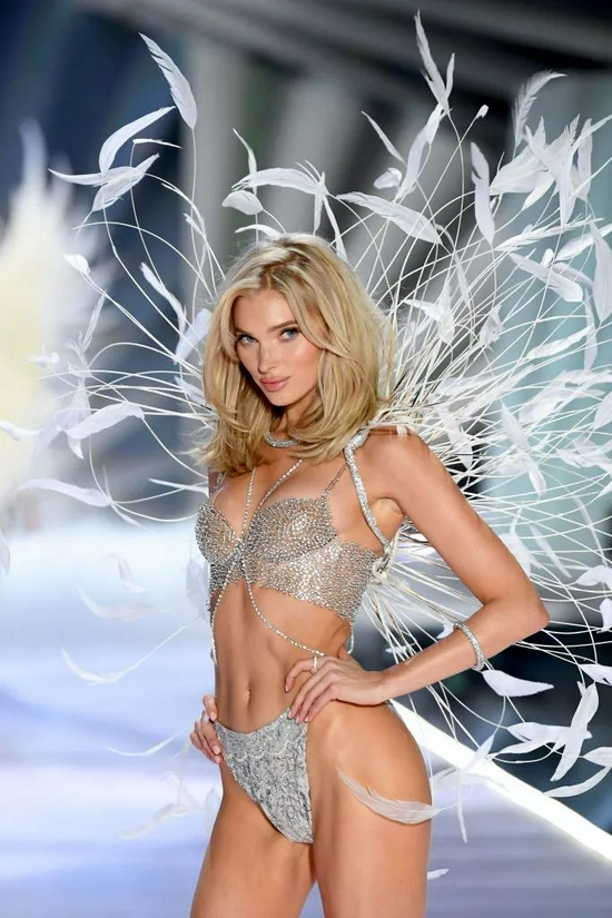 """Elsa Hosk越变越美啦!从篮球运动员到""""天使""""再到辣妈"""