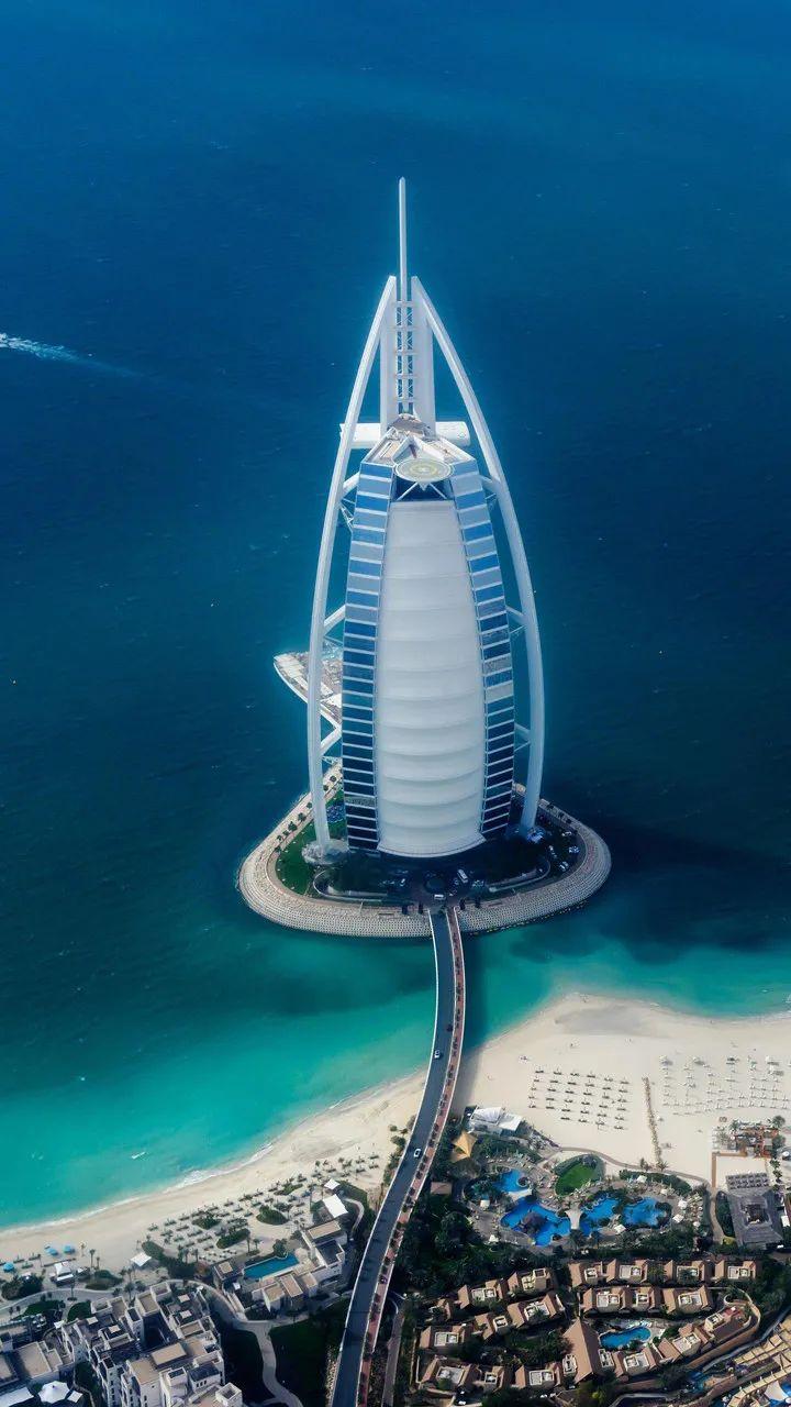 全球第一家七星级酒店上了热搜,其实大家对它都不陌生