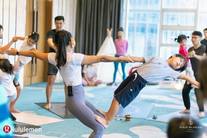 Four-Seasons_Lululemon_Rosemary-Chow_Parent-Child-Dynamic-Yoga.jpg